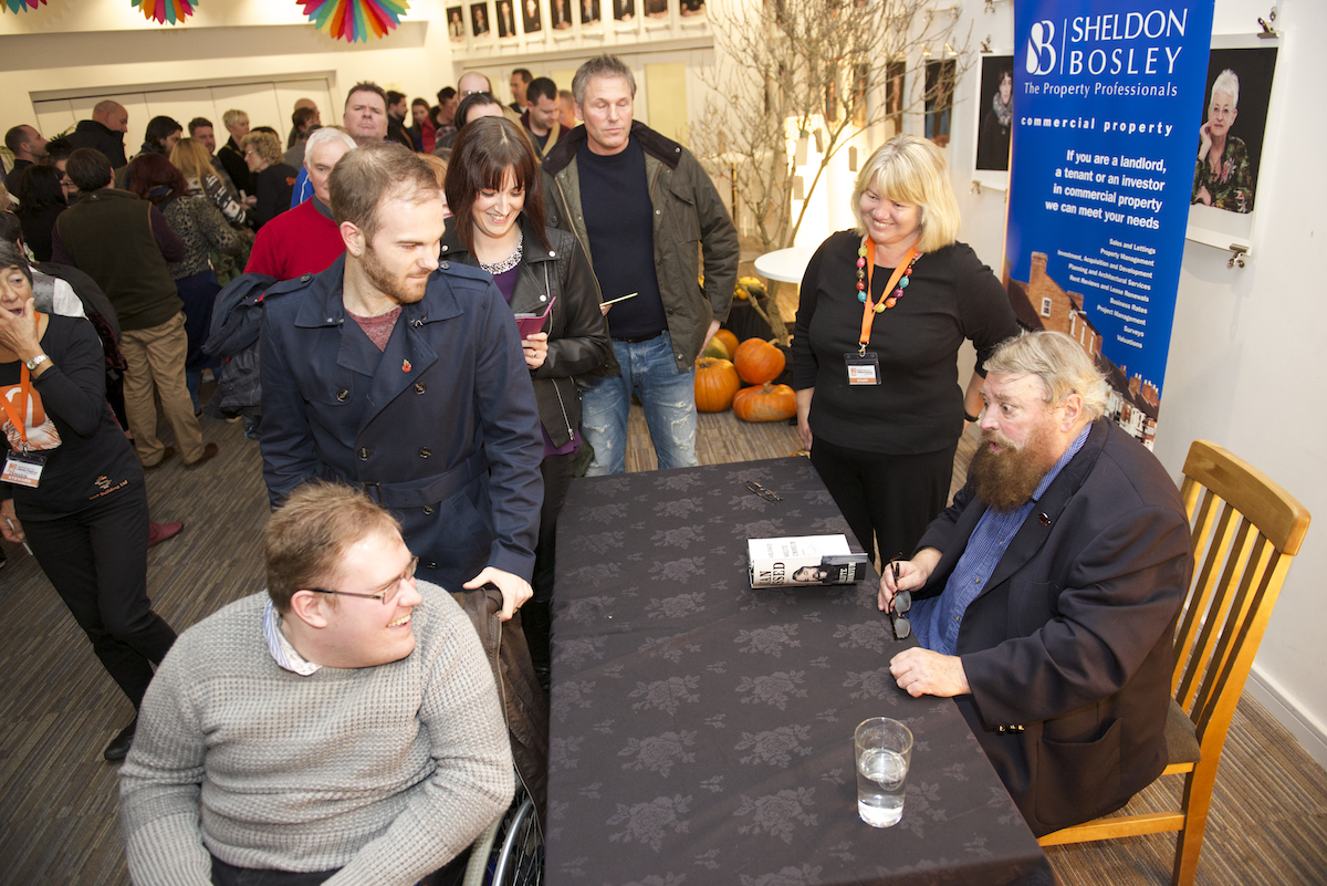 Brian Blessed Signing Autographs