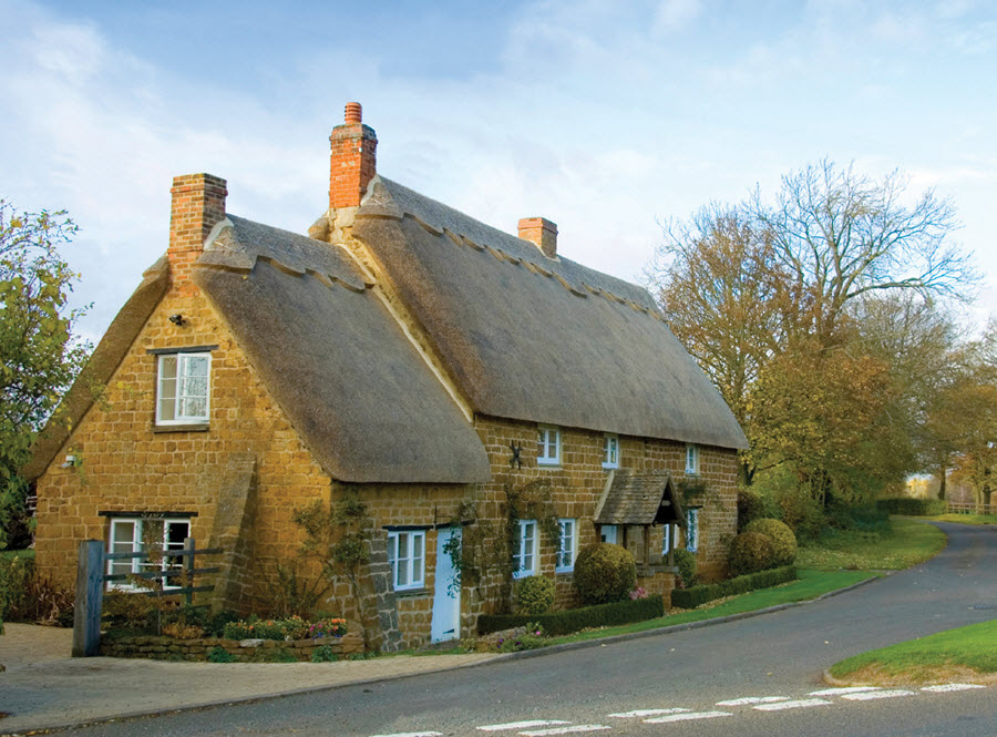 Thatched Cotswold house and lane WEB